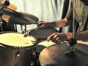 Littlehandsdrumming_1